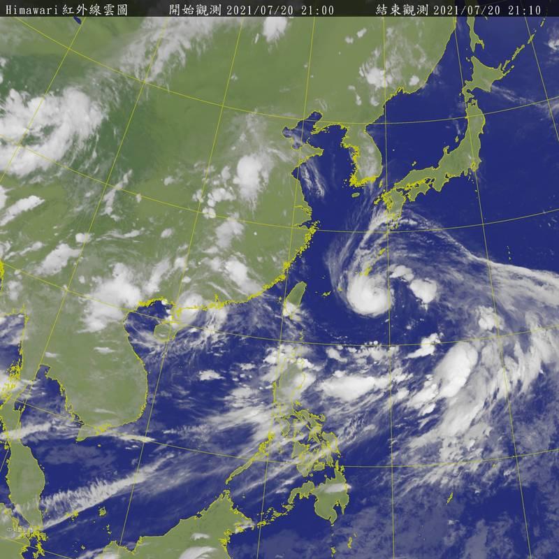 今年第六號颱風烟花(IN-FA)今天晚上8時增強為中颱,路徑略為北修。(中央氣象局提供)
