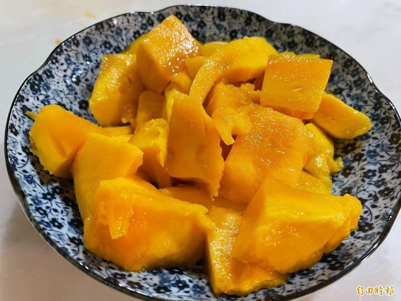 內湖國泰診所營養師張斯蘭表示,傳言說的「豆漿所含蛋白質與芒果維生素C會產生反應,進而讓人腹瀉」,並無科學根據,芒果示意圖。(資料照)