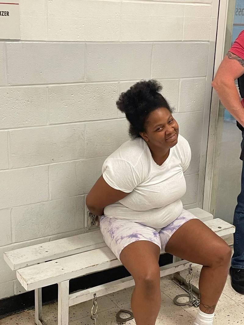 美國一名通緝犯竟用自己帳號在警方通緝文下方留言「怎麼沒有懸賞金?」結果隔天就被逮捕。(圖取自Tulsa Police Department臉書粉專)