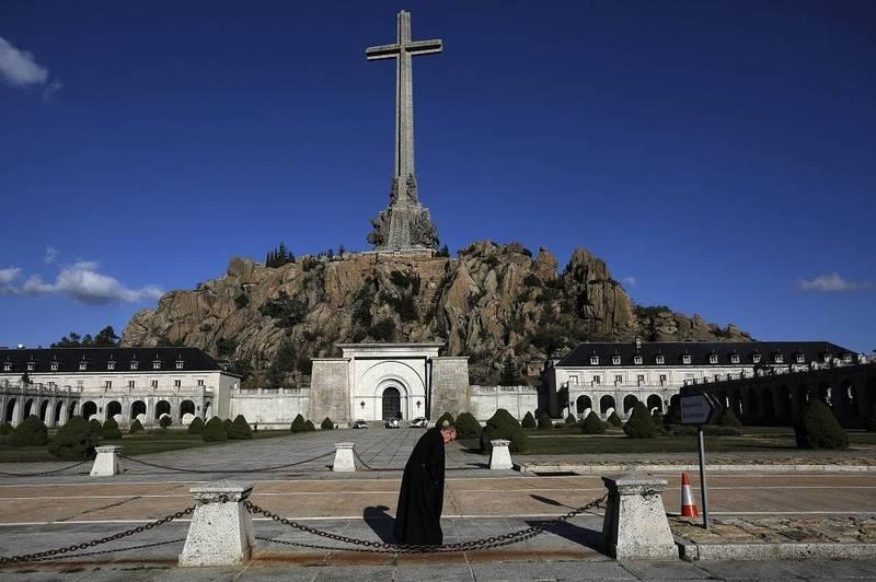 西班牙政府提出一項法案,希望明文禁止民眾對獨裁者佛朗哥的表達支持,並禁止讚揚該時期政策和領導人的機構。圖為佛朗哥先前的長眠之地烈士谷。(美聯社)