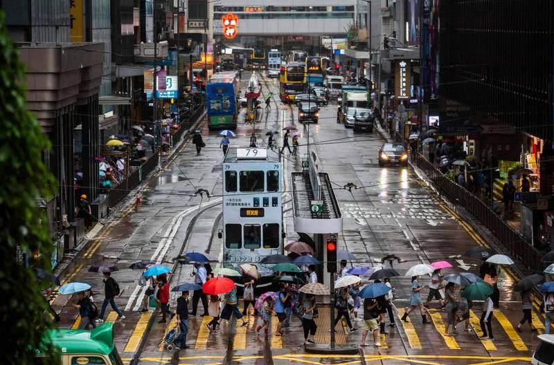 香港民研最新民調出爐,其中「自由」分數創今年新低,有香港學者認為,此與香港《蘋果日報》的停刊有關。圖為香港本月20日街景。(法新社)