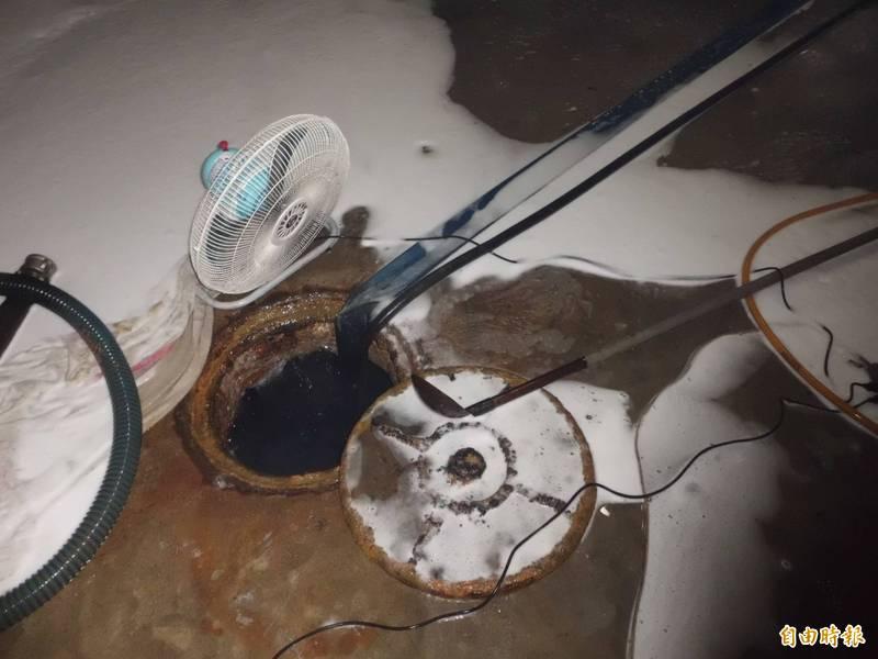 中國1名長者跳入化糞池撿錢包,他的兒子跟著跳入想把老父救回,後續被消防隊發現2人身亡。化糞池示意圖。(資料照)