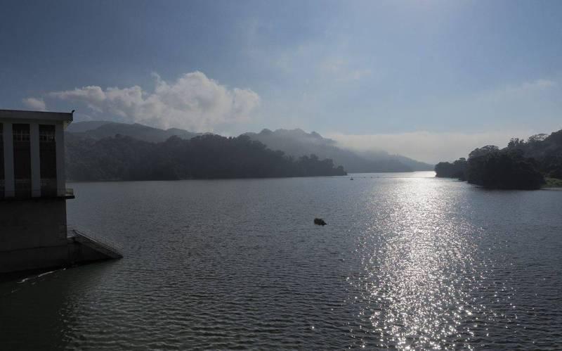 鯉魚潭水庫今天蓄水率達90%,因未滿庫且還需供應民生、農業用水,目前並無規畫進行調節性放水。(記者陳建志翻攝)