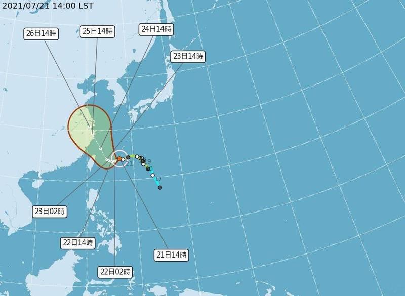 氣象局7/211400預報,烟花颱風路徑北修,中心登陸台灣機率降低。(中央氣象局提供)