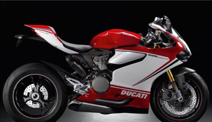 有車友從影片指認說,飆破時速300km的重機應是圖中的Ducati 1199車系。(擷圖自網路)