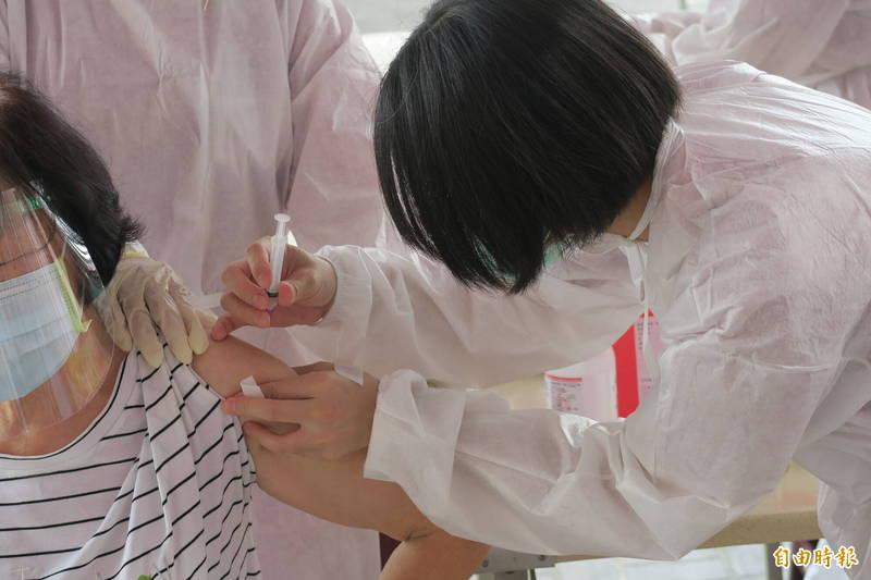 彰化縣今終於出現連續第5天「加零」,縣長王惠美提醒民眾能打疫苗者趕快打疫苗。(記者張聰秋攝)