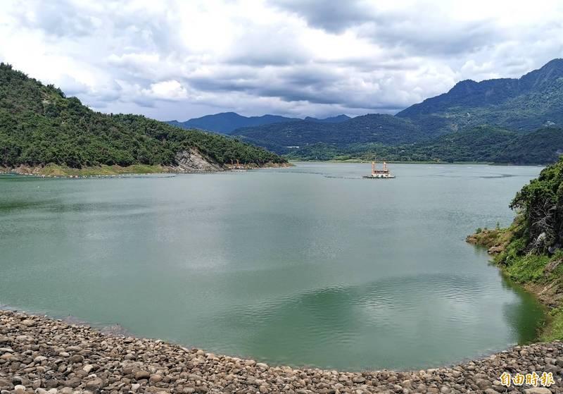 「烟花」颱風的路徑多變,曾文水庫「以靜制動」,先暫緩放水至烏山頭水庫。(記者吳俊鋒攝)
