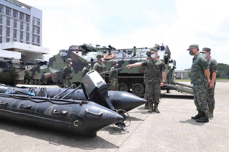 烟花颱風來勢洶洶 國軍AAV7兩棲突擊車待命