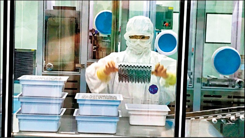 高端疫苗前天通過EUA審查,食藥署長吳秀梅表示,所有審查會議資料會在高端和聯亞審查完成後2週內,以「去識別化」的方式公開。(資料照)