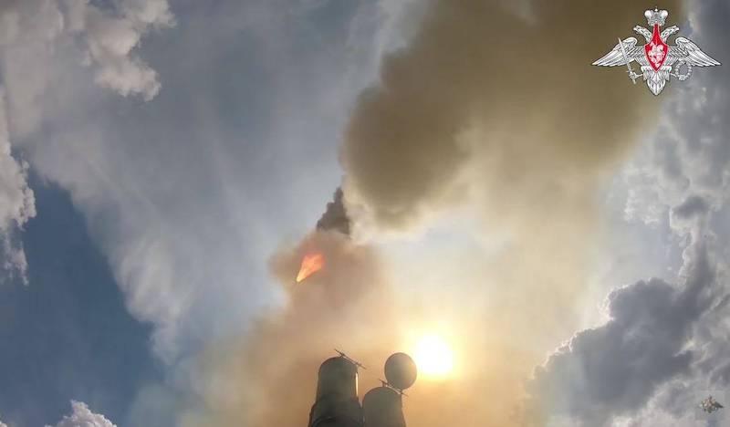 俄羅斯聯邦國防部昨日宣布,該國最新的S-500「普羅米修斯」防空飛彈系統試射順利擊中目標,並首度曝光測試畫面。(圖翻攝自俄羅斯國防部)