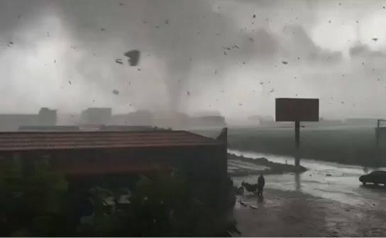 中國河北出現大型龍捲風!狂掃30分鐘驚悚畫面曝光