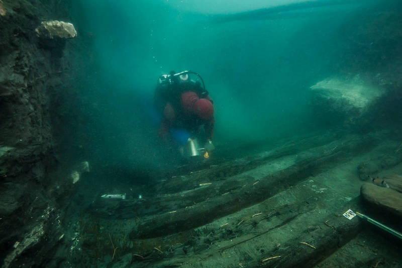 水下沉城、古埃及港口Thonis-Heracleion日前發現一艘罕見的埃及式戰艦殘骸。(路透)