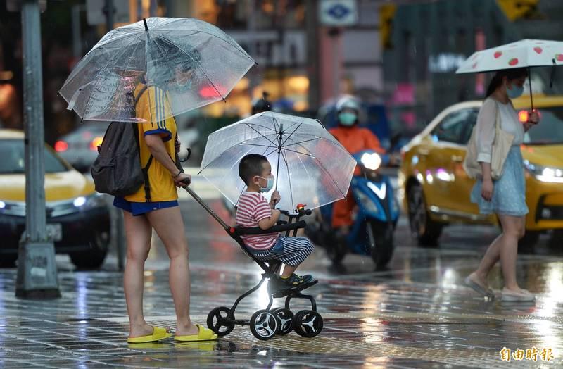 今天受烟花颱風外圍環流影響各地有雨。(資料照)