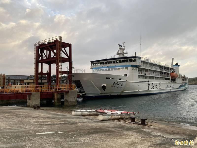 中颱烟花緩慢移動接近台灣,今天基隆-馬祖等24航次船班停航。(資料照)