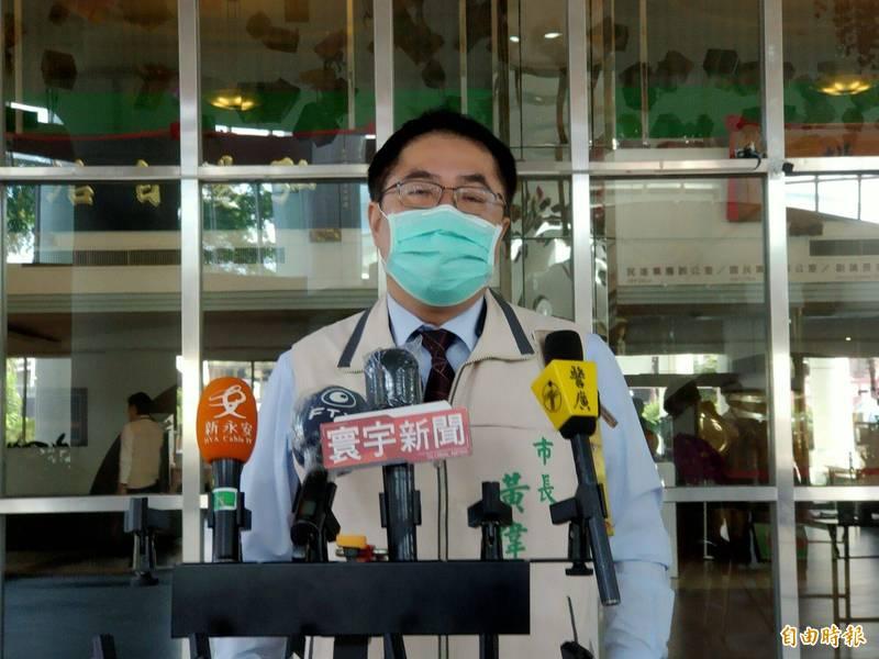 台南市幼托機構27日能否有條件開放,黃偉哲表示最晚明天(23日)會有決策。 (記者王姝琇攝)