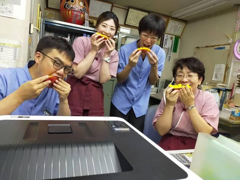 日本群馬縣水上町溫泉業者率先品嚐美味台南芒果。(圖由台南市府提供)