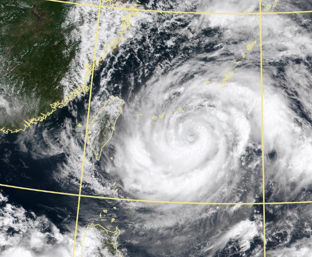 最新模擬結果顯示,烟花颱風將在宮古島和石垣島間往西北轉。(擷取自中央氣象局)