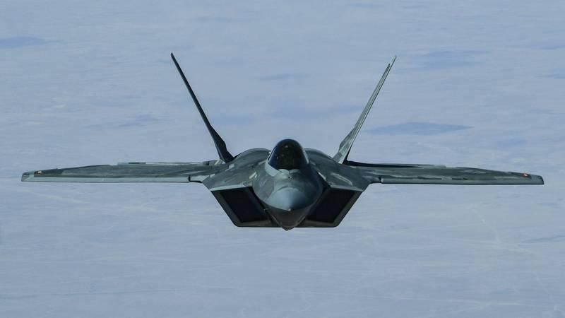 美國空軍7月將派遣25架F-22猛禽戰鬥機,參與「2021太平洋鋼鐵軍演」,中共官媒則稱此舉是把殲-20與F-22放在同一個水平線上。(美聯社)