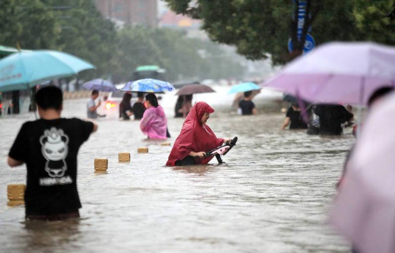 中國鄭州洪災畫面。(歐新社)