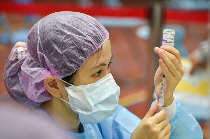 林口長庚醫院中醫內科主任許珮毓表示,疫苗不是寒涼的東西,因此也沒有「寒性體質或極寒體質的人不能施打疫苗」的說法;施打疫苗示意圖。(資料照)