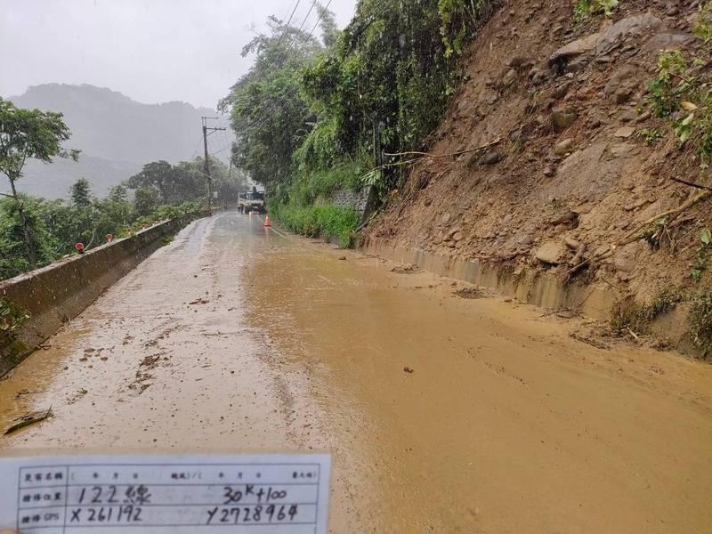 中颱「烟花」(IN-FA)外圍環流持續影響台灣。(竹縣府提供)