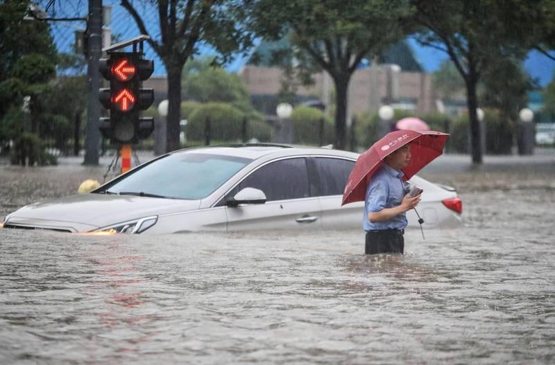 王丹表示,鄭州洪災如此嚴重,當地的死亡數字絕對不可能是官方宣稱的25人。(法新社)