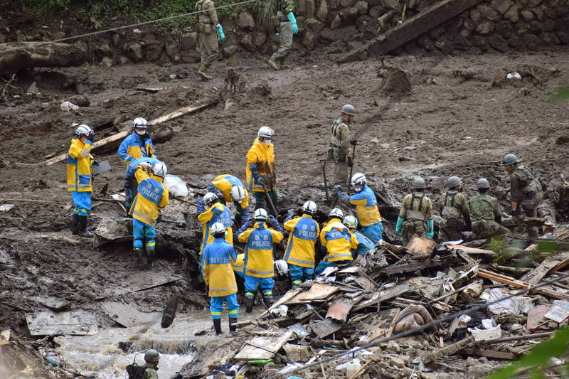 日本靜岡縣熱海市7月3日發生大規模土石流,罹難人數攀升至19人,行蹤不明人數則降至8人。(歐新社)