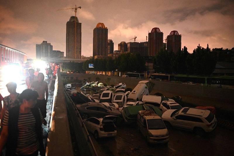 中國河南鄭州市發生水災,造成嚴重死傷。圖為當地21日災情狀況。(法新社)