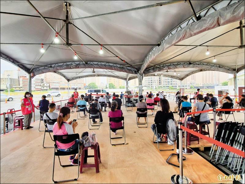 中央公費疫苗預約平台第三輪預約接種,竹市有2萬9135人完成。 (記者洪美秀攝)
