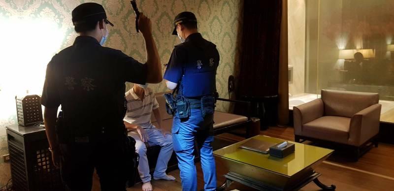 警方加強臨檢汽車旅賓館等場所。(警方提供)