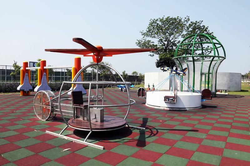 台南市首座特色公園,以飛機為主題的南區大恩特色公園。(南市府提供)
