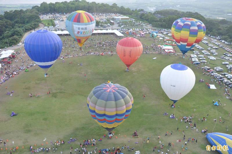 台東縣府往年都在鹿野高台舉辦熱氣球嘉年華,因鄉長反對,今年將改到池上。(記者黃明堂攝)