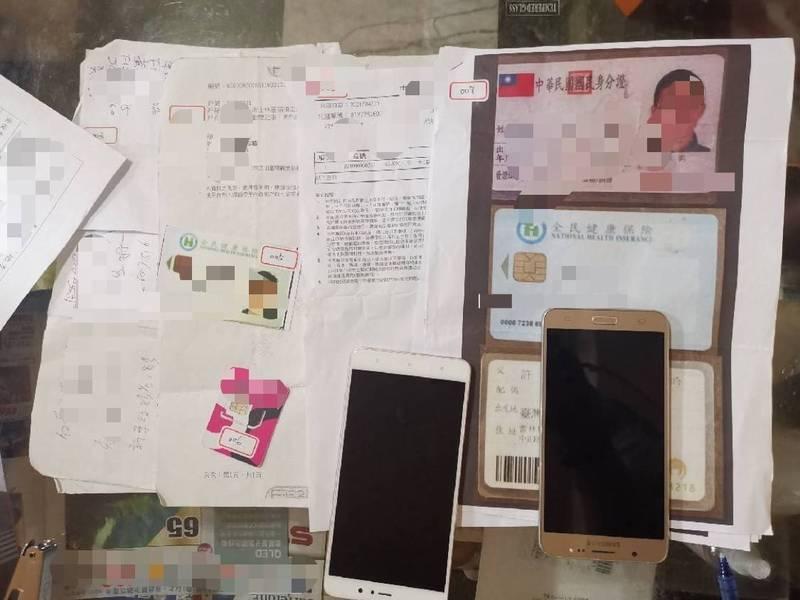 警方查扣手機、SIM卡及雲端硬碟資料等贓證物。(記者邱俊福翻攝)