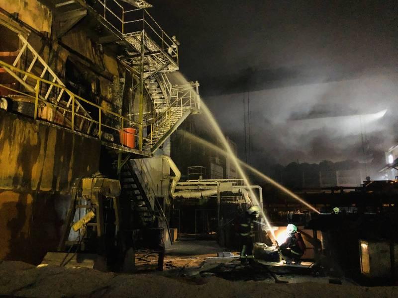 彰化縣全興工業區慶欣欣鋼鐵工廠今天下午發生火警,大火燃燒了2個小時30分控制。(消防局提供)