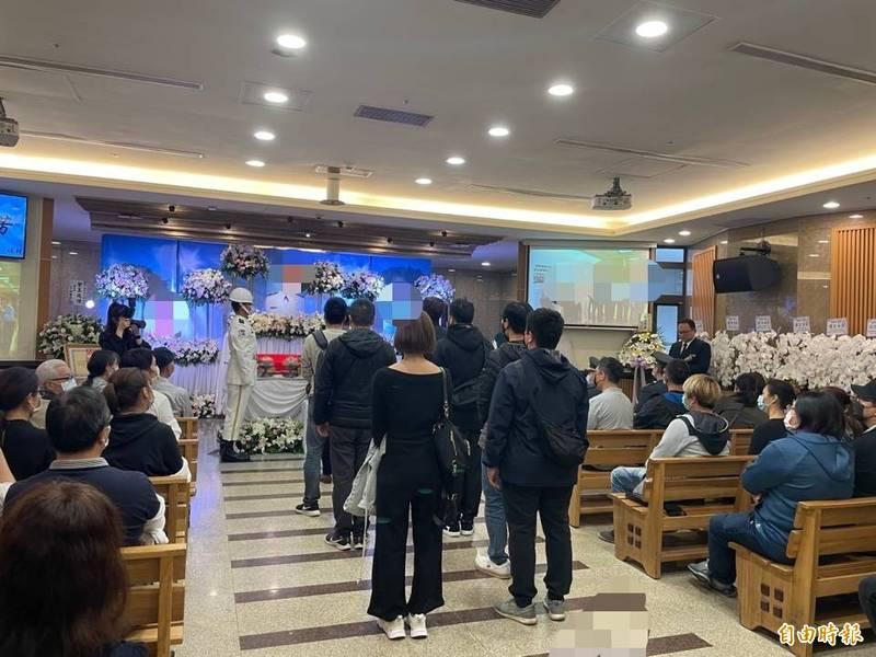 台北市第一、二殯儀館因應二級防疫警戒,各禮廳限制人數。(記者蔡亞樺攝)