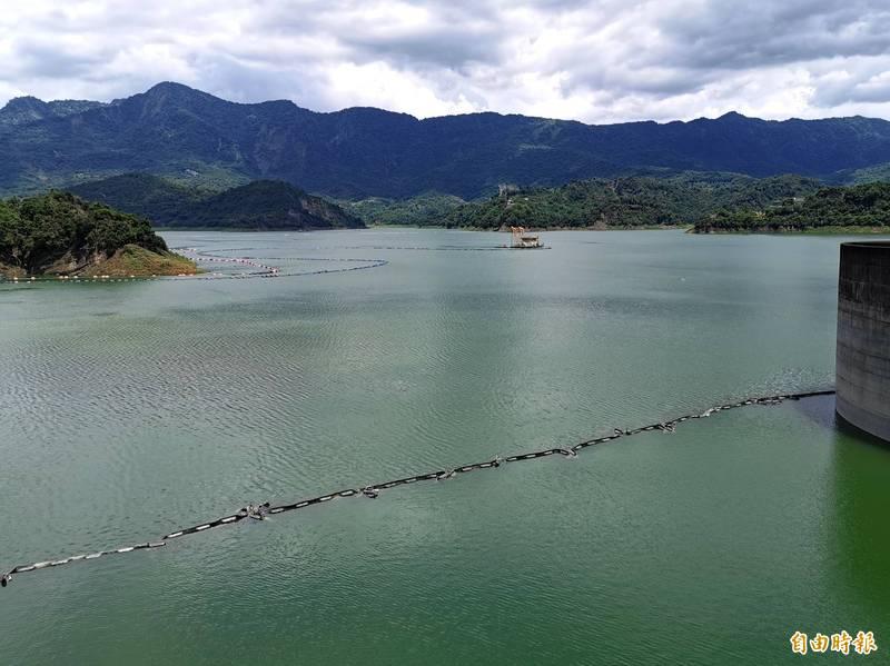 「烟花」颱風北移,上游降雨未如預期,但曾文水庫水情仍有小進補。(記者吳俊鋒攝)