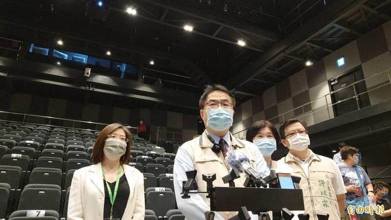 台北市長柯文哲說疫苗太多,台南市長黃偉哲今日受訪表示,台南可以幫忙打,「我們要得不多,兩萬劑就好」。(記者洪瑞琴攝)