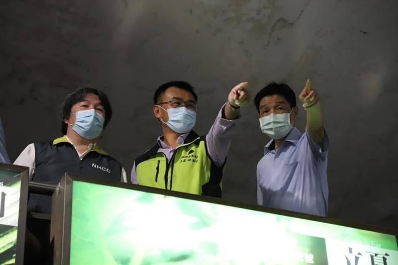 北農疫情升溫之際,王必勝(左)多次和農委會主委陳吉仲一起走訪北農現場,並擬定許多詳細的抗疫策略,且隨著擔任指揮官,確實落實策略的施行後,才讓疫情得以控制。(翻攝自陳吉仲臉書)
