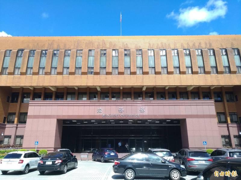 法務部23日宣布,27日起取消居家辦公。(記者吳政峰攝)
