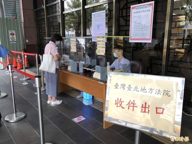 緊鄰高等檢察署的台北地檢署,管制署內人流總量,避免群聚。(記者錢利忠攝)