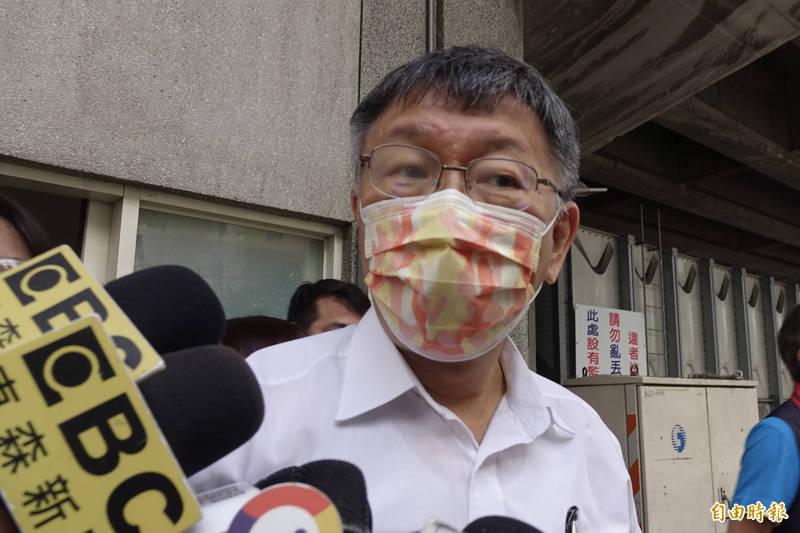 台北市長柯文哲(見圖)昨接受專訪時,竟表示醫福會執行長王必勝「只是看一看、講一講,口令都是北市府執行」、「對北農有什麼貢獻,讓王自己講」。(資料照)