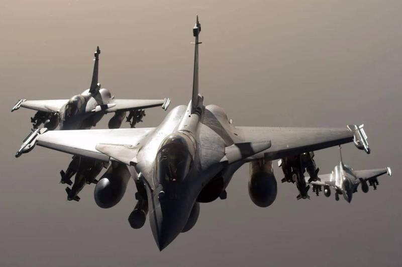 希臘今年初和法國達梭公司簽訂購買18架飆風戰鬥機的合約,其中包含6架全新戰機、12架二手戰機以及配套武裝,合約總值約30.4億美元,近日首架交付作業已經完成,預計年底前還會交付5架。(翻攝自達梭公司)