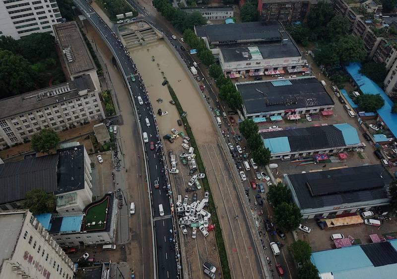 空拍可以看出隧道災情嚴重。(法新社)