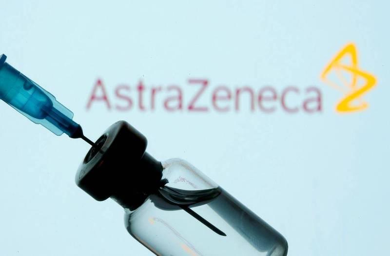 有匿名文章稱美國不承認AZ疫苗,熱心民眾則翻出美國CDC指引原文翻譯闢謠。示意圖。(路透)