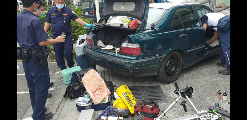 車內藏有椅墊等贓物。(讀者提供)