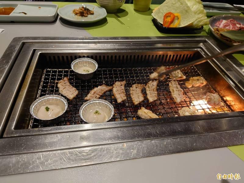 台南市府今宣布27日起開放餐飲內用。(記者洪瑞琴攝)