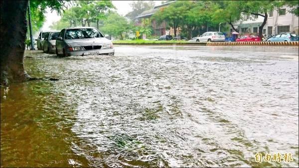 823水災當天高雄市區多處積淹水。示意圖 (資料照)