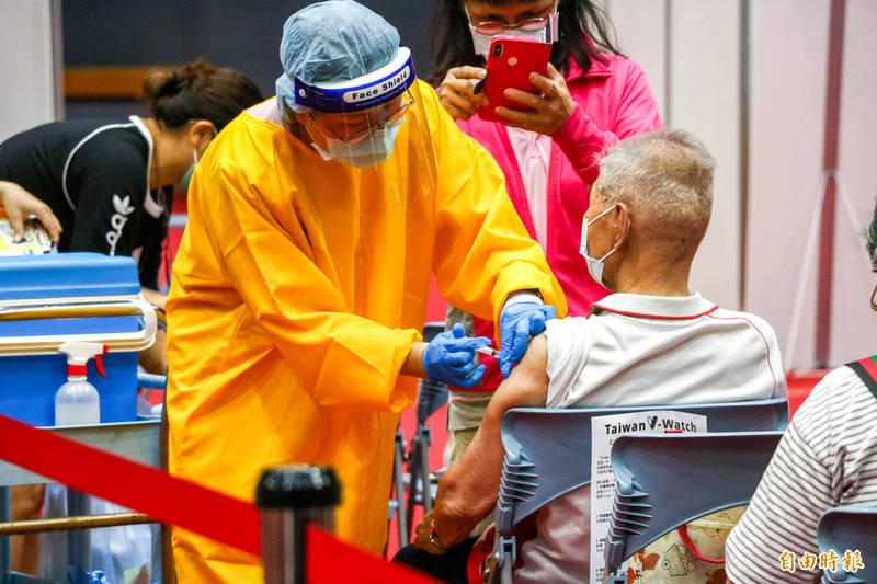 宜蘭縣長林姿妙表示,中央要求7月底前達到疫苗涵蓋率25%的目標,宜蘭縣目前25.2%達標。 (資料照,記者蔡昀容攝)