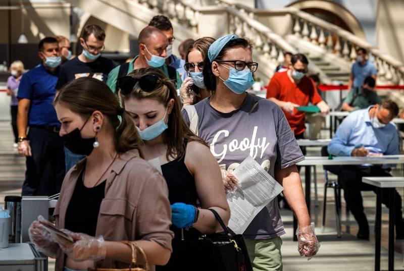 莫斯科民眾排隊等候接種疫苗。(法新社資料照)