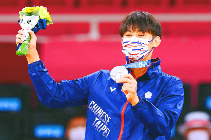 Taiwan's Yang Yung-wei celebrates winning silver and claiming Taiwan's first medal of the Tokyo Olympic Games during the medal ceremony for the men's 60kg judo competition at the Nippon Budokan arena yesterday. Photo: AFP
